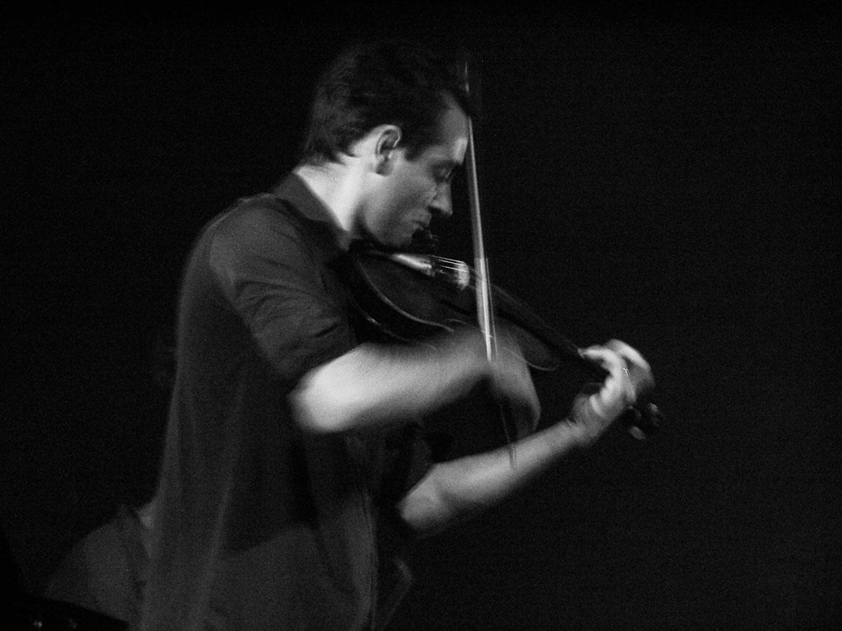 concert-lo-jo-avril-2005-centre-socioculturelle-francois-rabelais-72-le-violoniste