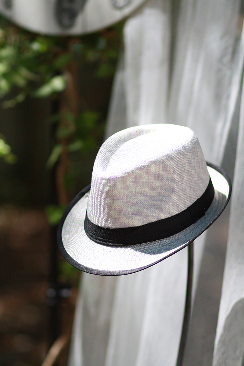 Photographe Ana Urac #Mariage #PhotoBooth Chapeau gris